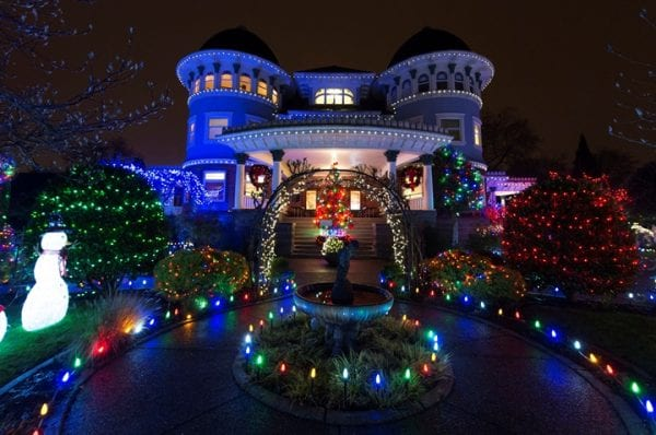 Canuck Place Children S Hoe Lights Up For The Holiday